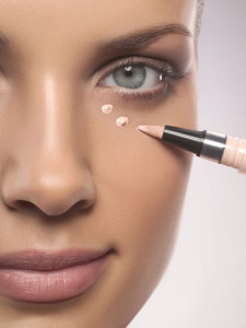 applying-make-up-concealer